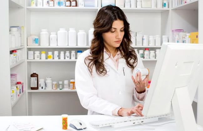 What Does A Pharmacy Technician Do